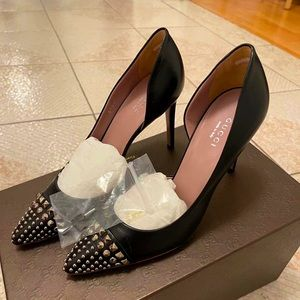 NEW!Gucci black pointed toe with gold studs pumps